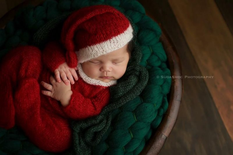 146055-900-1450949548-ad-knitted-christmas-baby-outfits-11