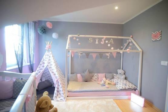 Lesena postelja za otroško sobo.