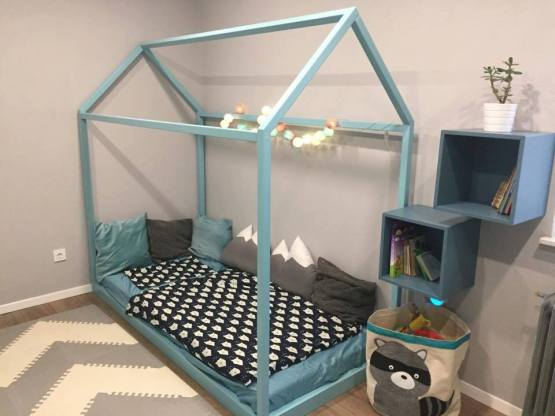 Postelja za otroško sobo hiška.