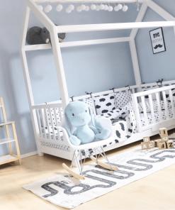 Otroška lesena postelja hiška.