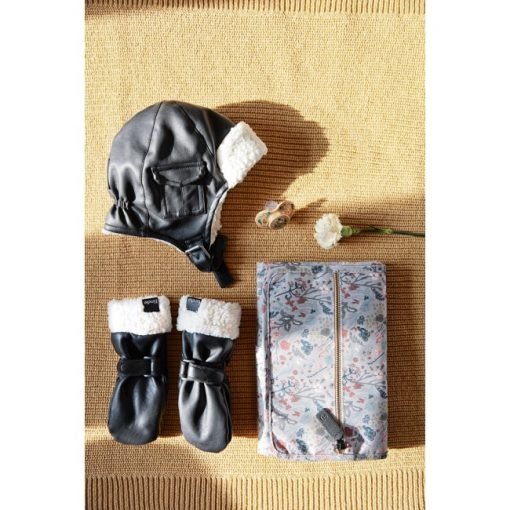 cap-mittens-portable-changing-pad-aw19-elodie-details-lifestyle_1000px_2