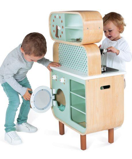 Lesena kuhinja za otroke